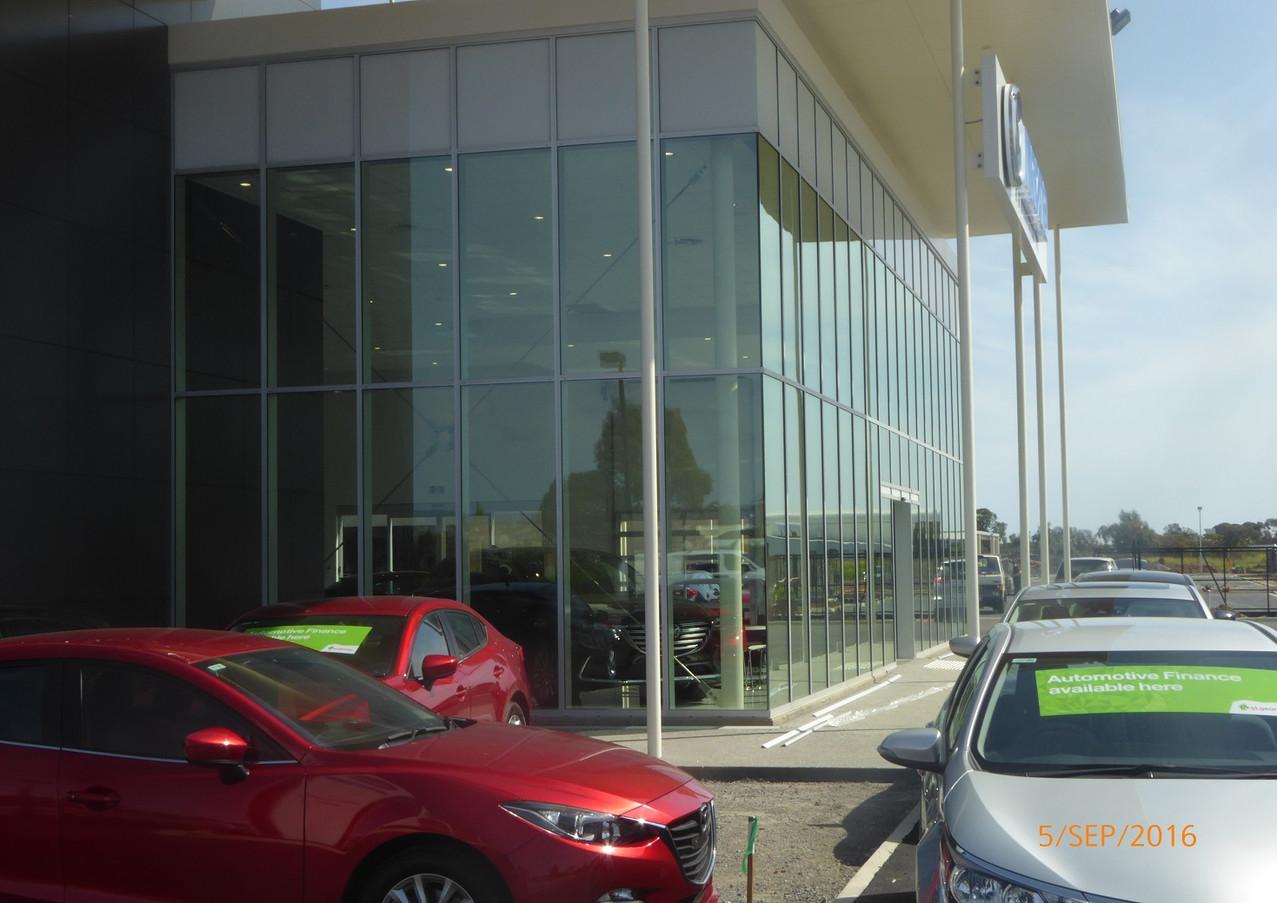 Mazda Nth East Cnr.JPG
