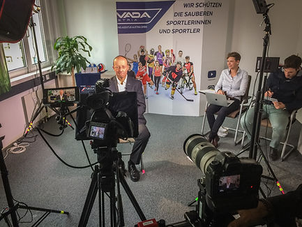 interview testimonial film videographer camera team vienna austria