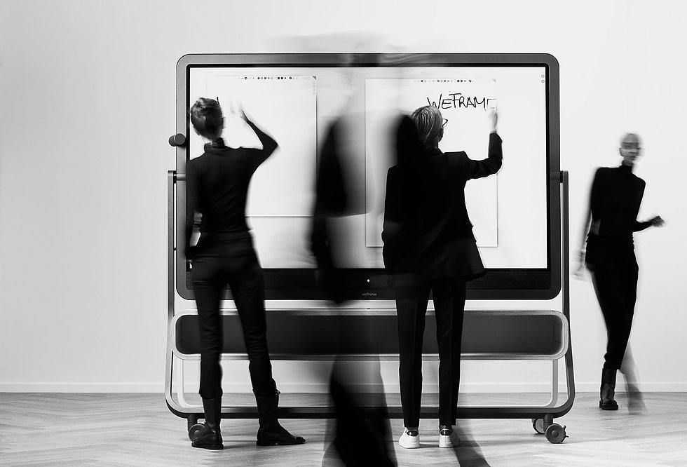 weframe-hybride-meetings-digitale-tagung-monitor-fichte45.jpg