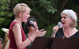 Lucie et Valérie -Orsay 2021.JPG