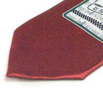 タクシー乗り場の案内看板柄のプリントネクタイのアップ