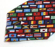 一面の国旗柄のプリントネクタイのアップ