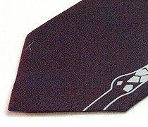 キリン柄のプリントネクタイのアップ