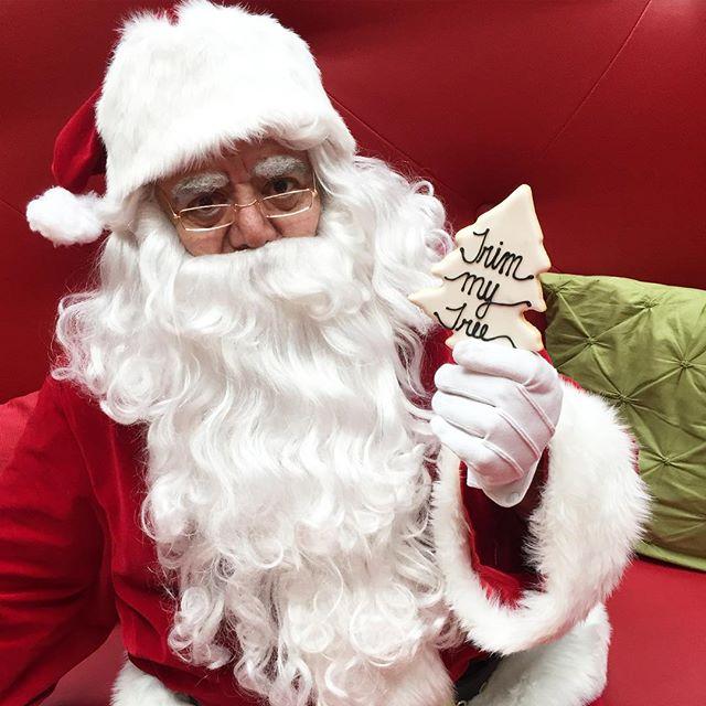 BAD SANTA 🎅🏼 #yespleasemtl #cookies #sweets #dessert #holidaytreats #montreal #mtl #christmas #tre