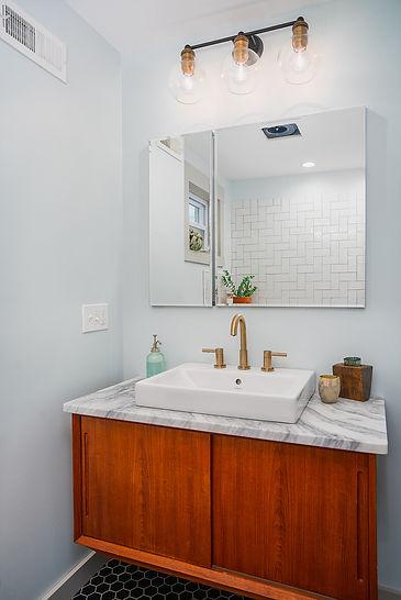 1645 Hicks_bathroom.jpg