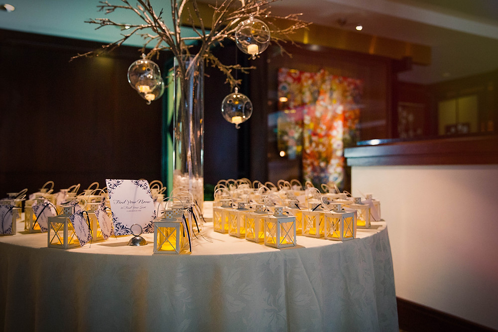 Mini lanterns as escort cards