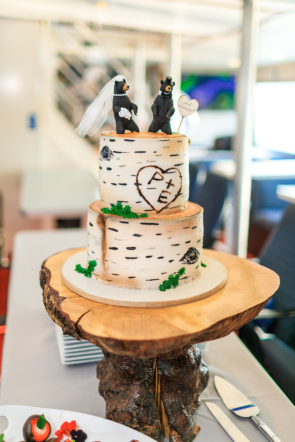 Alaska themed wedding cake, Midnight sun cakery, bear wedding topper