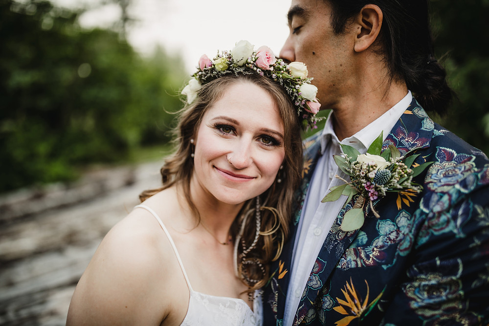 Sarah and Oliver elope to Alaska in Girdwood. Simple ceremony in nature with high quality photographer