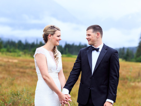An Alaskan Wedding in Shades of Green