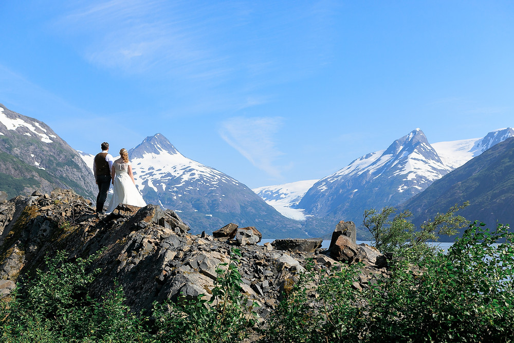Elope to Alaska, couple photography, mountains, micro wedding, Turnagain Arm