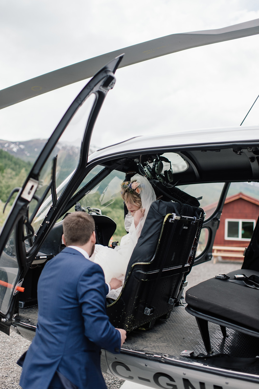 Helicopter flight to alpine location knik river lodge Helicopter ceremony, Elope to Alaska with guests, private and remote location