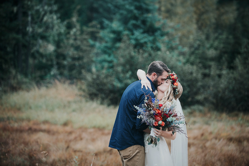 alaska fall elopement and first look at moose meadows, girdwood AK