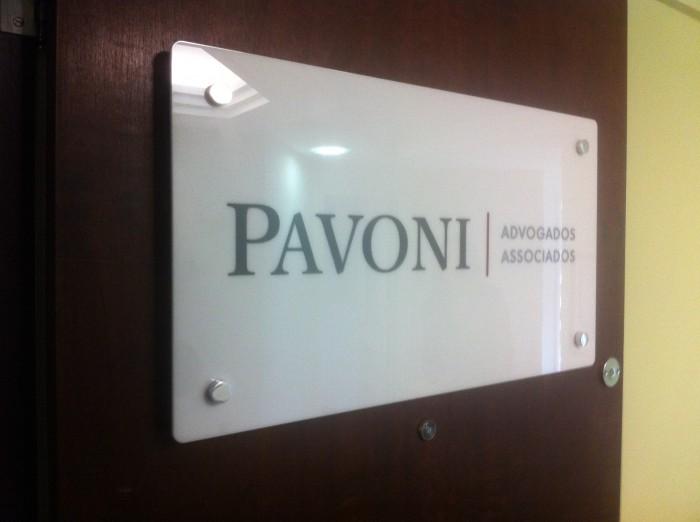 placa-para-porta-placa-em-acrilico-painel-vidro-para-interior1-700x522