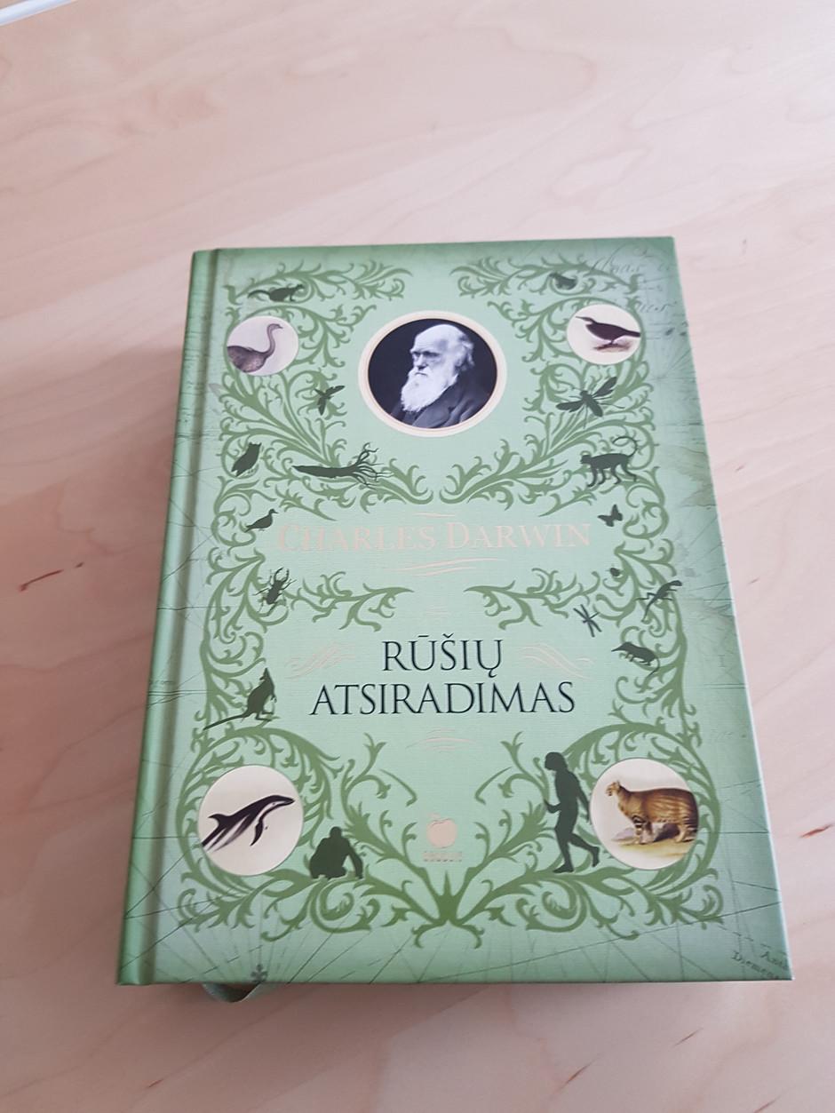 """2017 metų pabaigoje išleista knyga lietuvių kalba Charles Darwin """"Rūšių atsiradimas"""""""