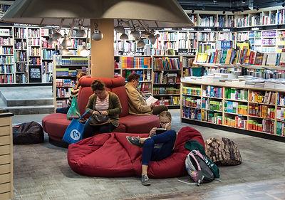 backpack-book-books-256431.jpg