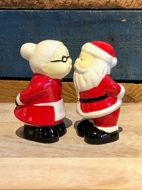Santa & Mrs. Claus Salt & Pepper Set