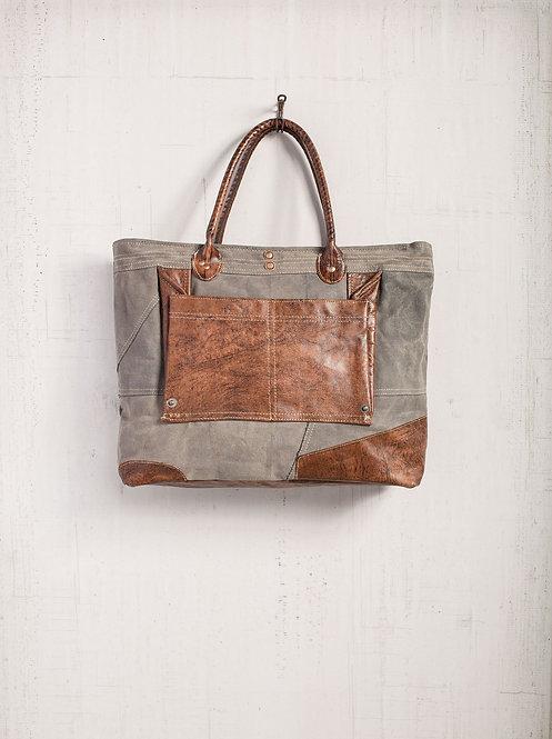 Daka Shoulder Bag