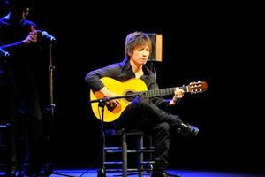 2010年 スペインのロぺ・デ・ベガ劇場にて「Ⅵ Gala Flamenca」に出演し「今最も期待されるギタリスト」に選ばれGerardo Núñezより表彰される。