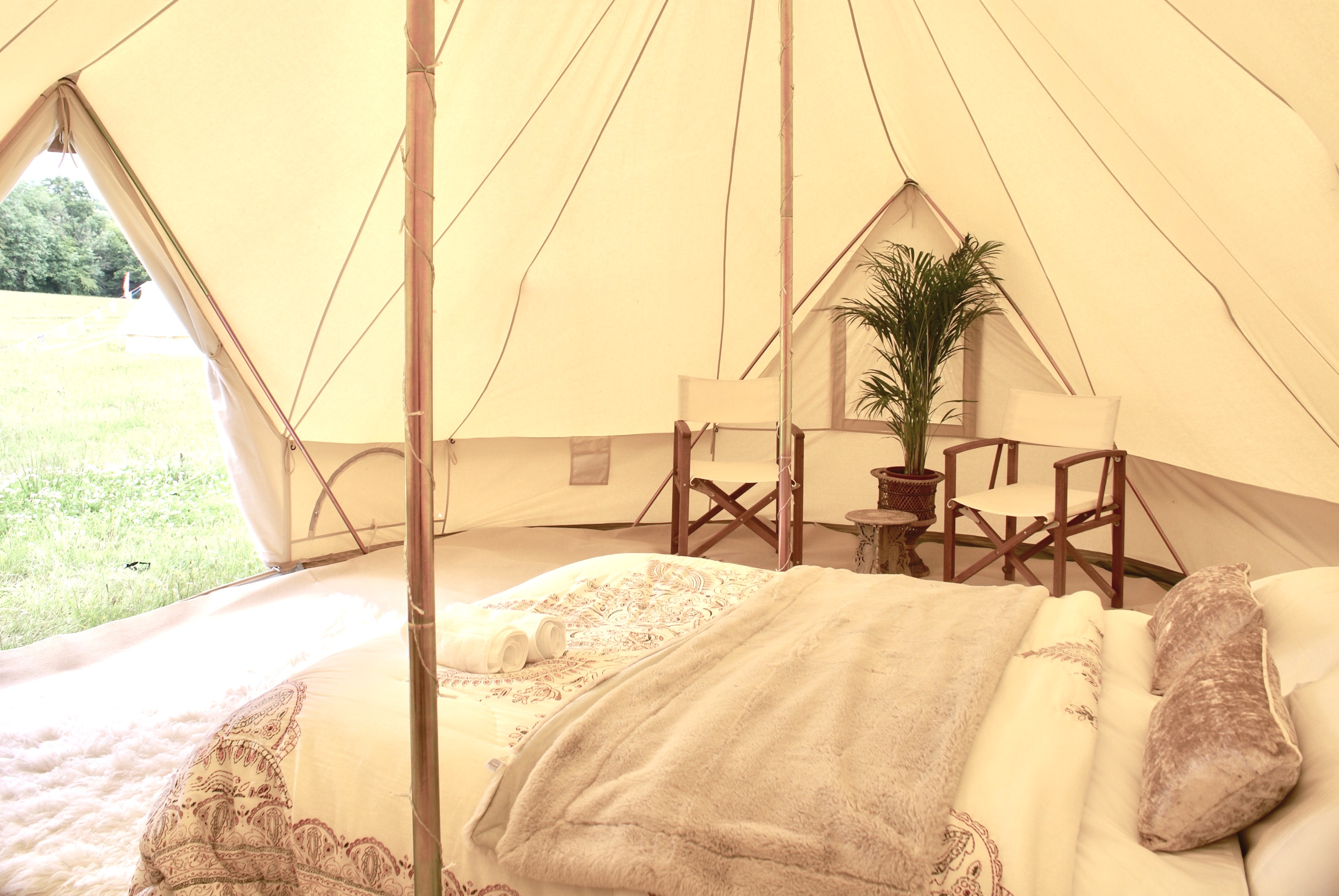 Honeymoon bridal bell tent
