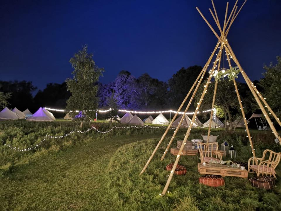 Tipi wedding - bell tent village