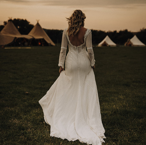 Bohemian bride - outdoor bride