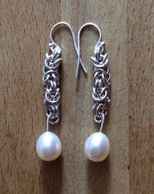 Chainmaille and pearl earrings
