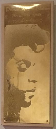 Prince silhouette - Brass
