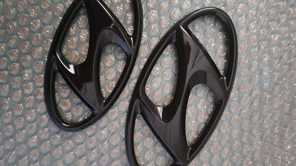 Hyundai Black Emblem Cover Pair Kit - Tuscon