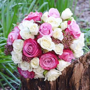 bouquet-pink-dark-02_edited.jpg