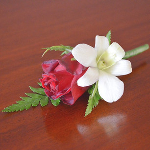 buttonhole-rose-01_edited.jpg