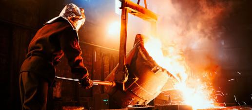 Produção do aço mundial cai 13% em abril