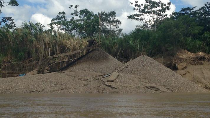 Lagoas de minas causam poluição tóxica de mercúrio na Amazônia peruana