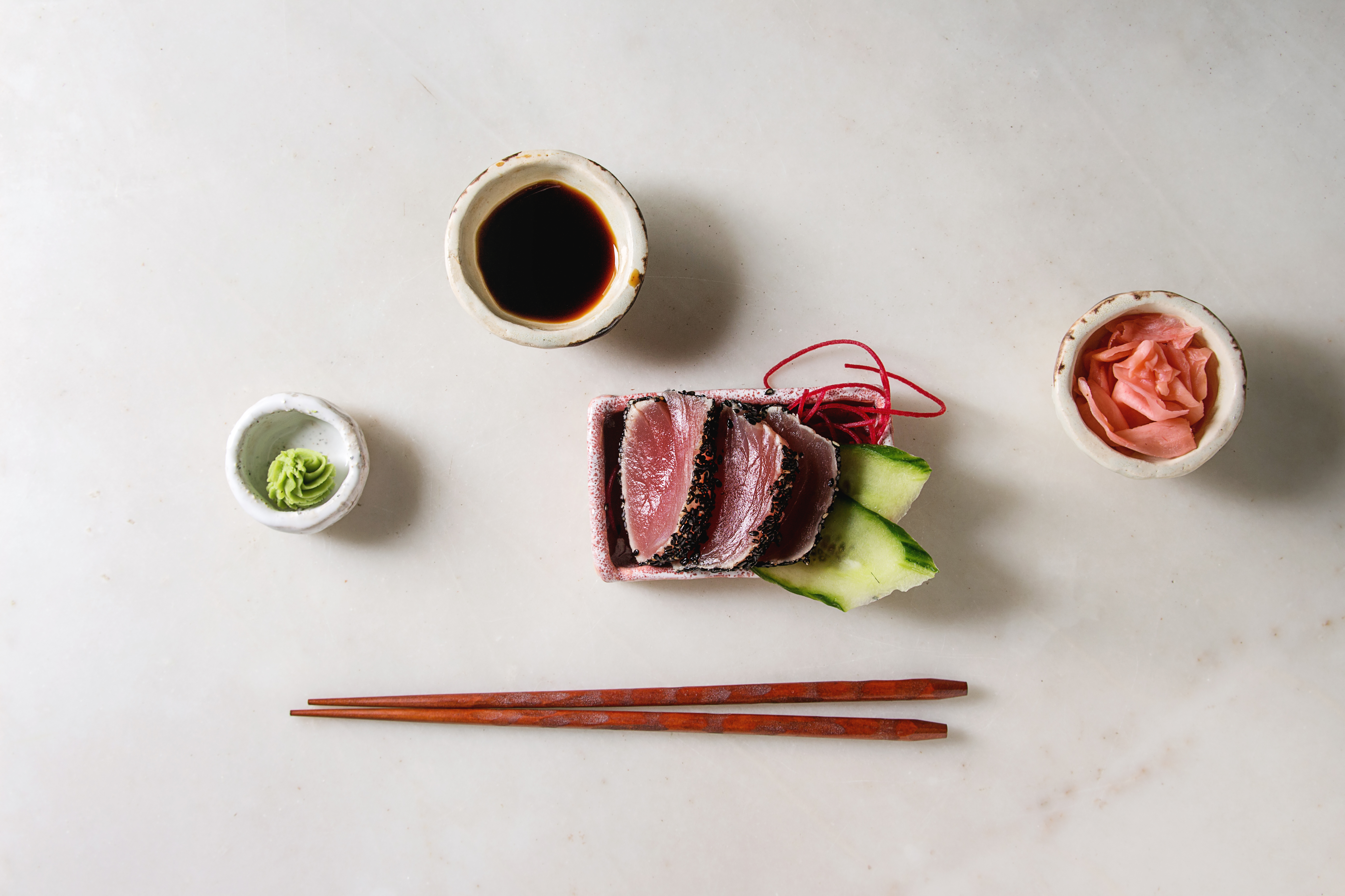 tuna-sushi-sashimi-75XD4LG.jpg