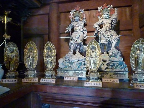 本堂東(右)仏像