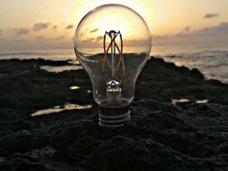 FOTO BOMBILLA LED WEB HELIOSFERA.jpg