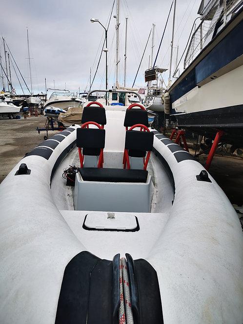 Louer un bateau privé avec capitaine pendant 6 heures