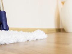 Como limpar um piso laminado?