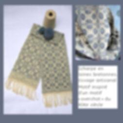 KinnoTé_écharpe en pure laine bretonne, naturelle et  bleu perveche, au motif inspiré d'un tissage ancien