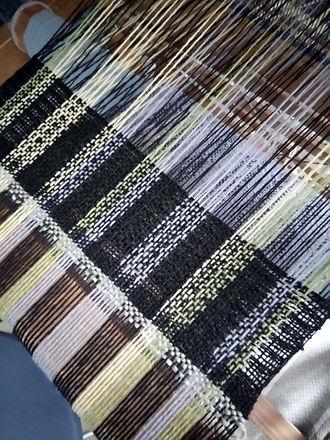tissage artisanal sur métier à tisser de pièces uniques ou en petites séries pour homme et  femme