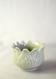 Lea-Hawkins-ceramics-carved-vase-1.jpg