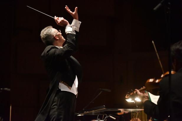 Dario Salvi conducts the Zagreb Philharmonic Orchestra for a concert of Fado music with Katia Guerreiro in 2019.  Photo credit: Marko Pletikosa