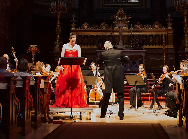 Dario Salvi conducts a concert of Meyerbeer's Sacred Music in the Berliner Dom with soprano Andrea Chudak and the Neue Preußische Philharmonie.  Photo credit: Alex Adler