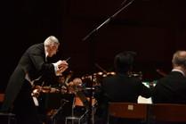Dario conducts the Zagreb Philharmonic Orchestra for a concert of Fado music with Katia Guerreiro in 2019.  Photo credit: Marko Pletikosa