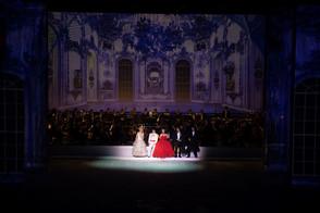 The cast of Opera Festival on Ice with Martina Bortolotti, Gaia Petrone, Ira Lauren, Francisco Brito and Markus Werba in 2018.  © Royal Opera House Muscat / Willy Bietak Productions
