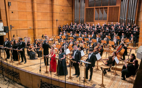 Dario Salvi conducts the Sofia Philharmonic and Chorus for the world premiere of J. Strauss II's long-lost comic opera Blindekuh in 2019.  Photo credit: V. Balevska