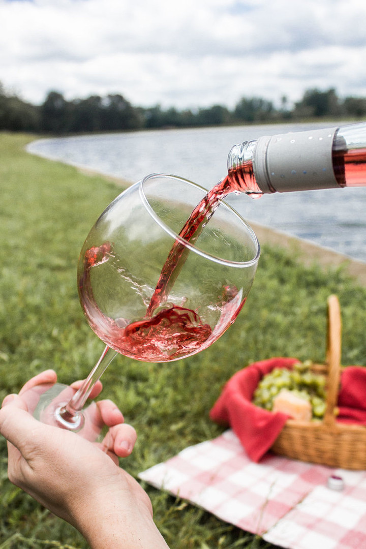 wine-pouring-picnic.jpg