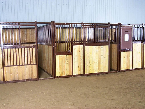 HiQual Traditional Horse Stall