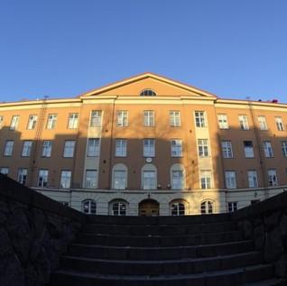 Klo 14.00 Mahdollisuus tutustua Etu-Töölön lukioon