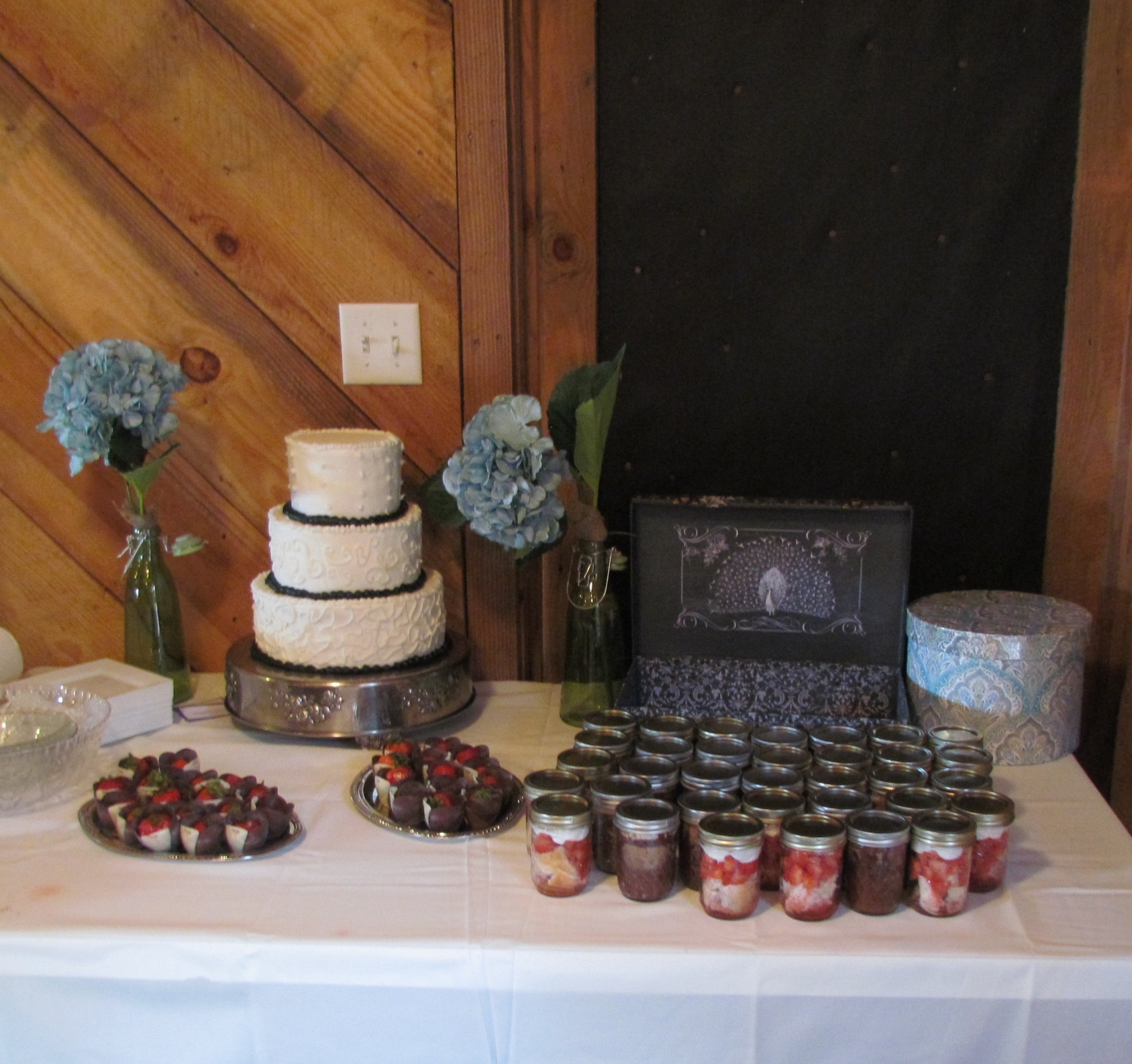 Wedding cake table decor