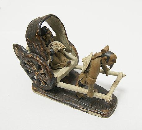Pousse-pousse en grès et personnages en terre cuite (8 cm de haut)